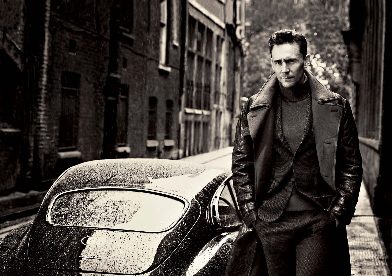 Tom Hiddleston Black